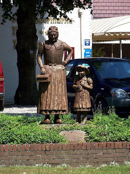 pomnik-babci-i-wnuczki-w